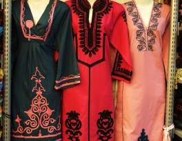 Saudi_Arabia_women_clothing_dress.jpg