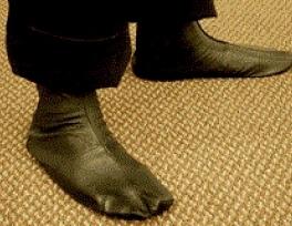 Descalçar as meias após ablução