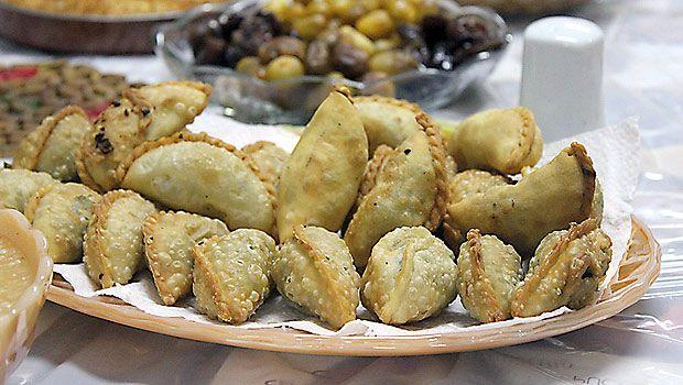 Ramadan recipes sambusak samosa islam ramadan recipes sambusak samosa forumfinder Choice Image