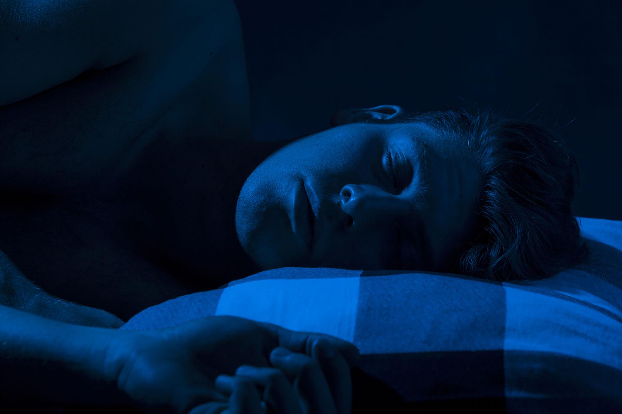 Спим в темноте