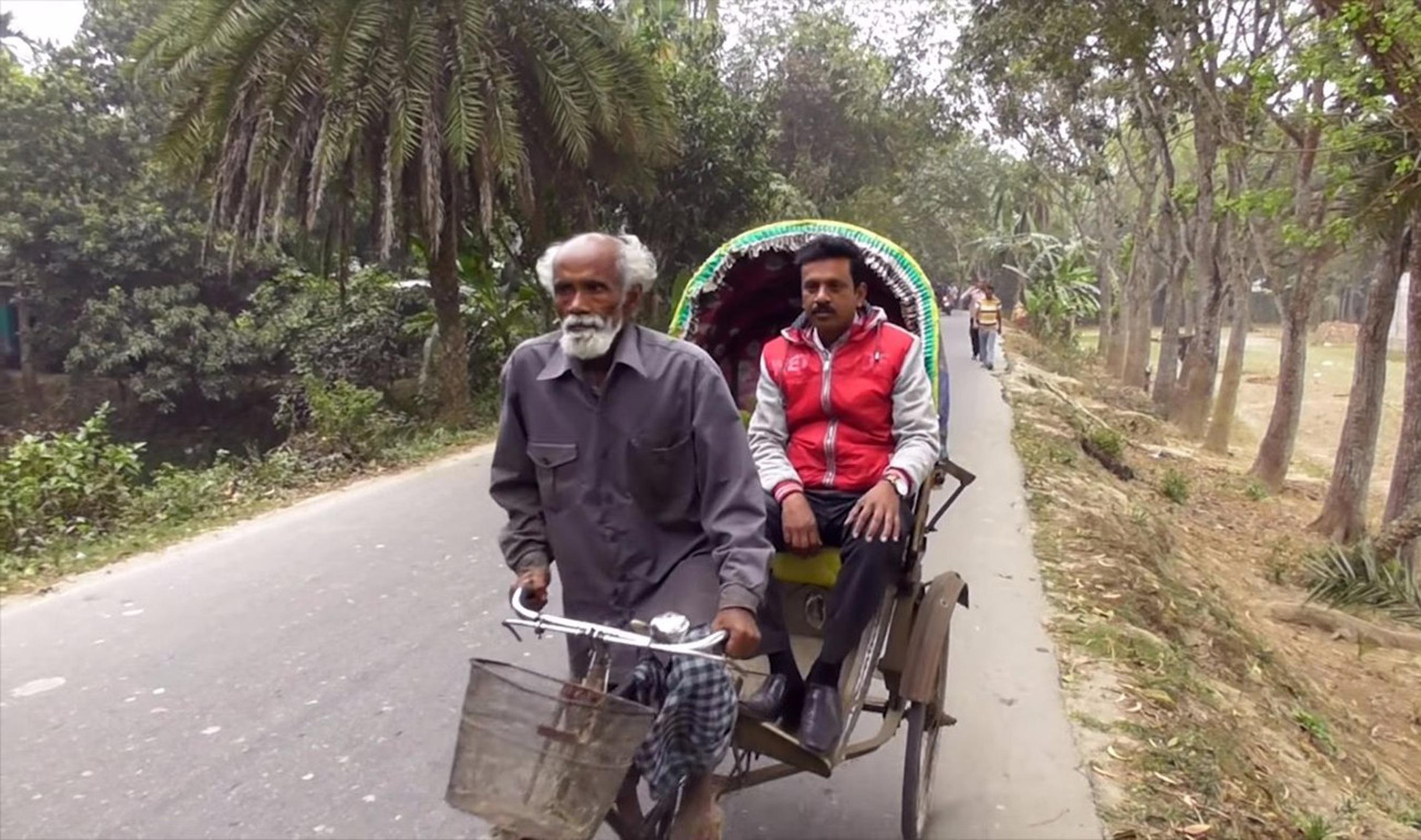 Абдул Самад Шейх работает рикшей и сажает деревья
