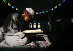 Абдулла читает Священный Коран
